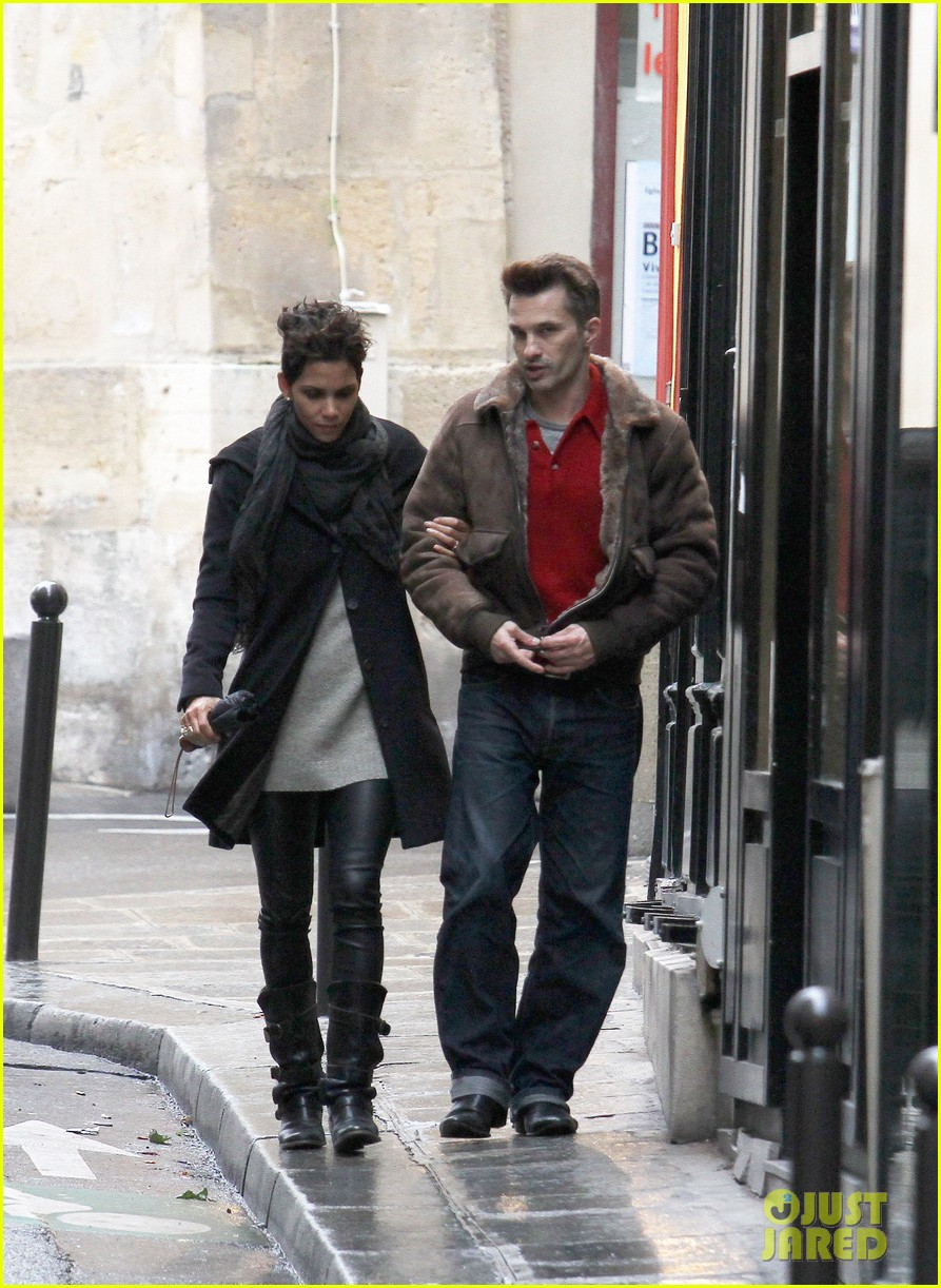 halle berry olivier martinez continue paris vacation 04
