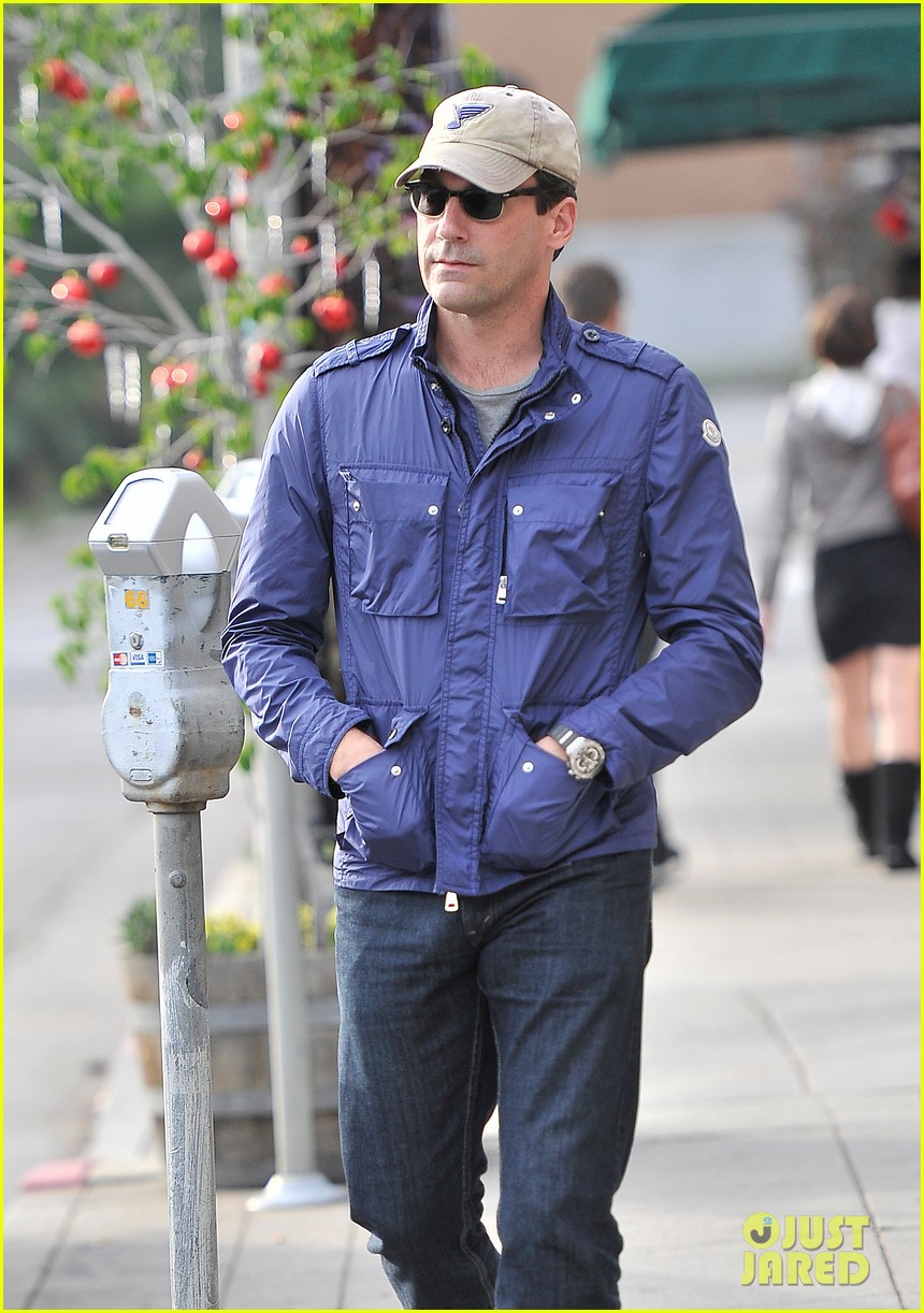 jon hamm lunches with elisabeth moss after work 01