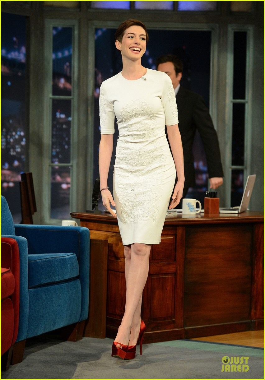 anne hathaway late night with jimmy fallon appearance 11