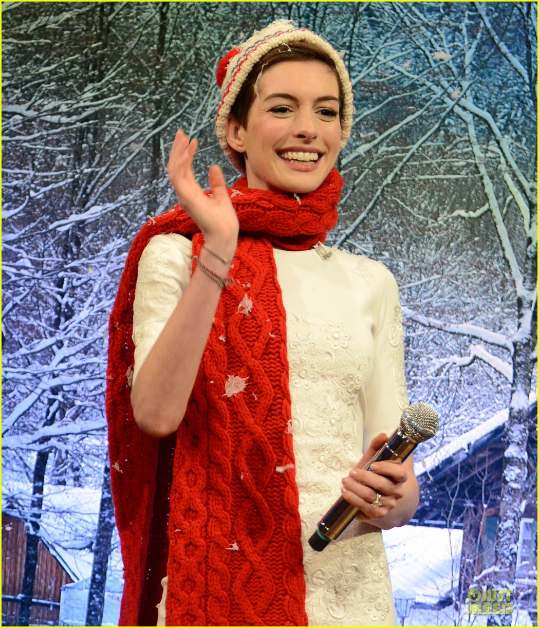 anne hathaway late night with jimmy fallon appearance 252774063