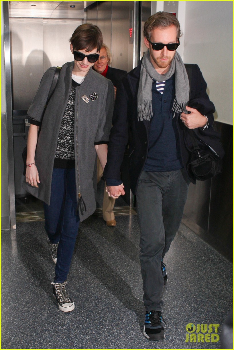 anne hathaway adam shulman hold hands after wardrobe malfunction 11