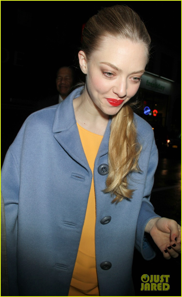anne hathaway amanda seyfried les mis cast at today 17