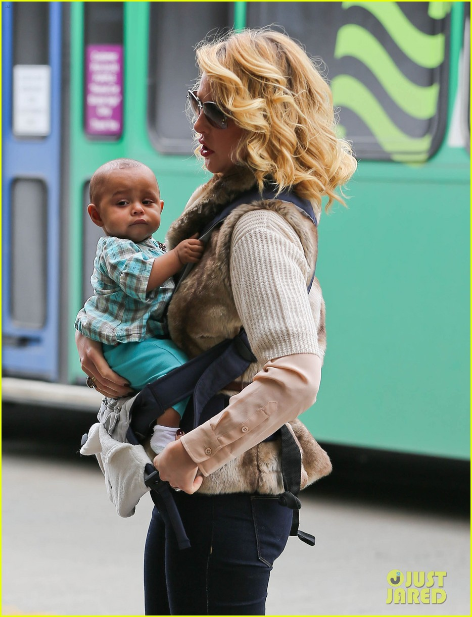 katherine heigl takes off with baby adalaide 10