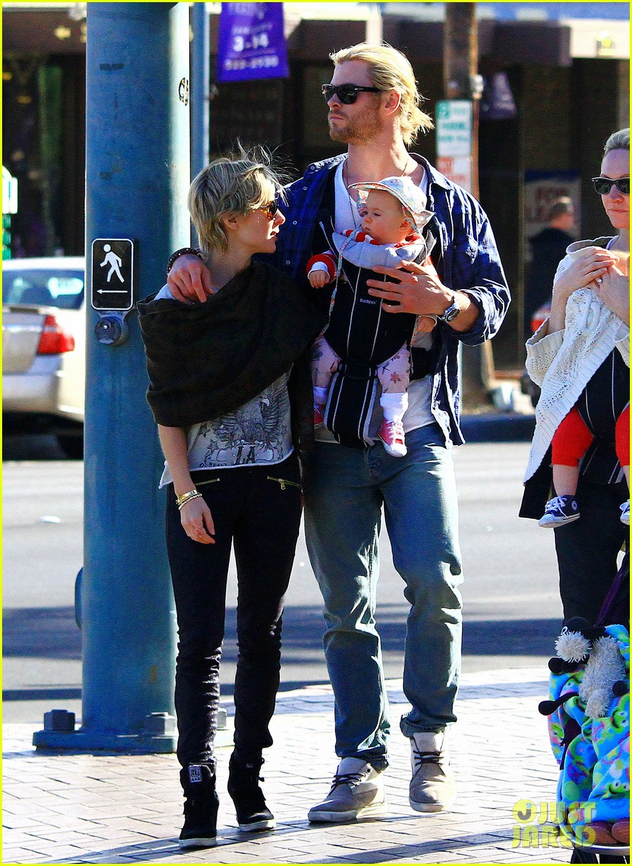 chris hemsworth elsa pataky palm springs stroll with india 032781591