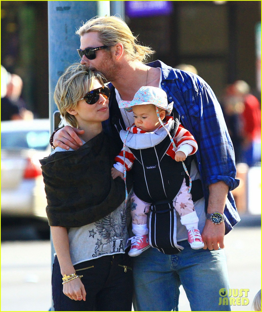 chris hemsworth elsa pataky palm springs stroll with india 212781609
