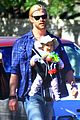chris hemsworth elsa pataky palm springs stroll with india 06