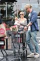 chris liam hemsworth christmas eve dinner shopping 20
