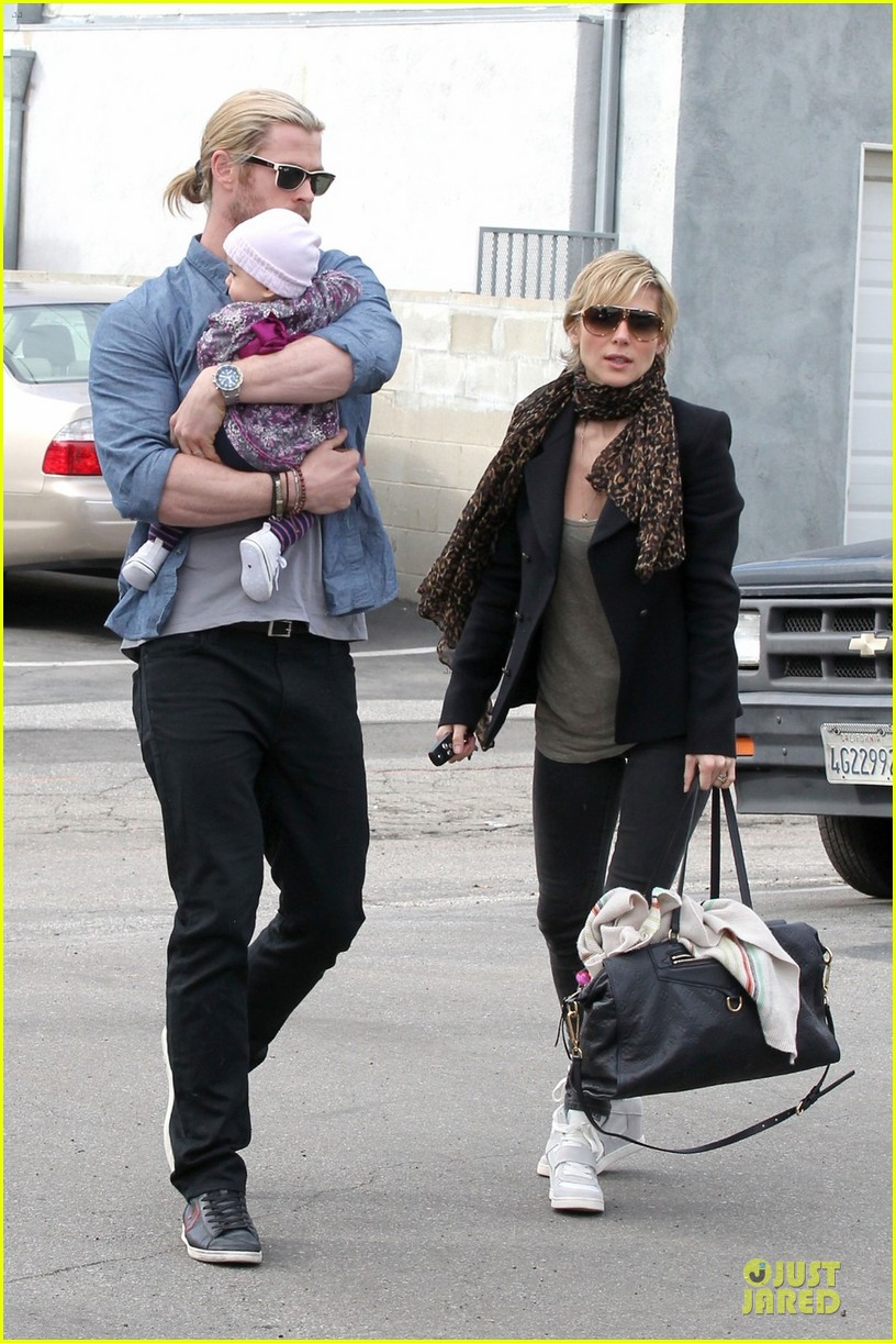 chris hemsworth & elsa pataky sunday lunch with liam hemsworth 01