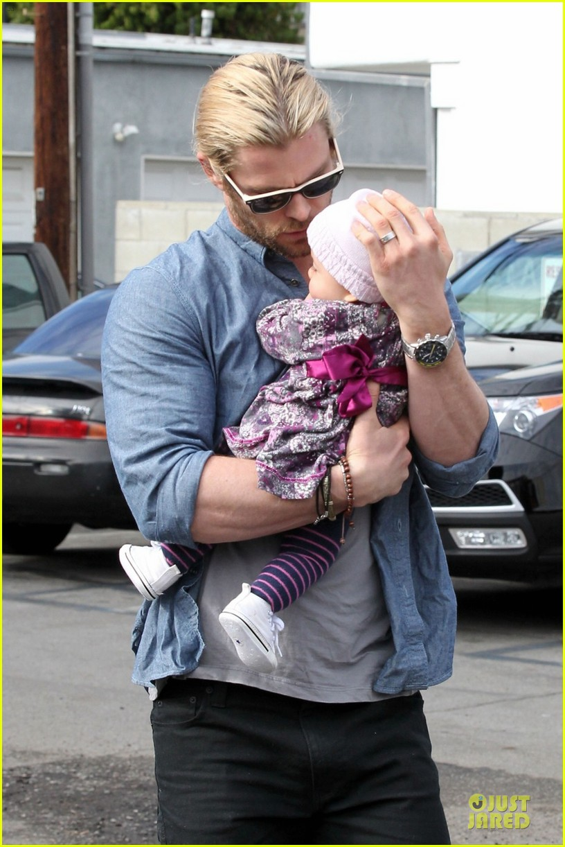 chris hemsworth & elsa pataky sunday lunch with liam hemsworth 02
