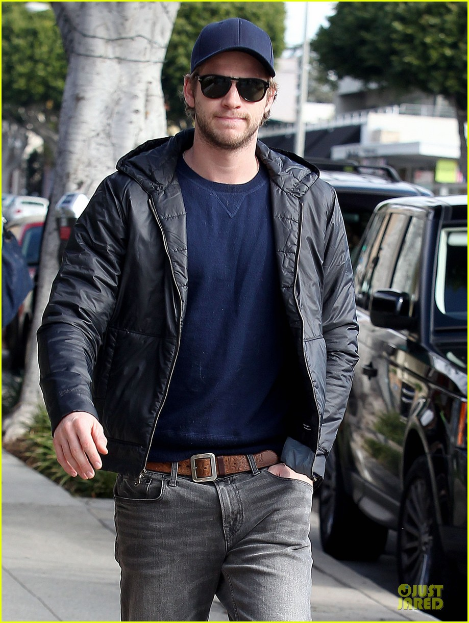 chris hemsworth & elsa pataky sunday lunch with liam hemsworth 04