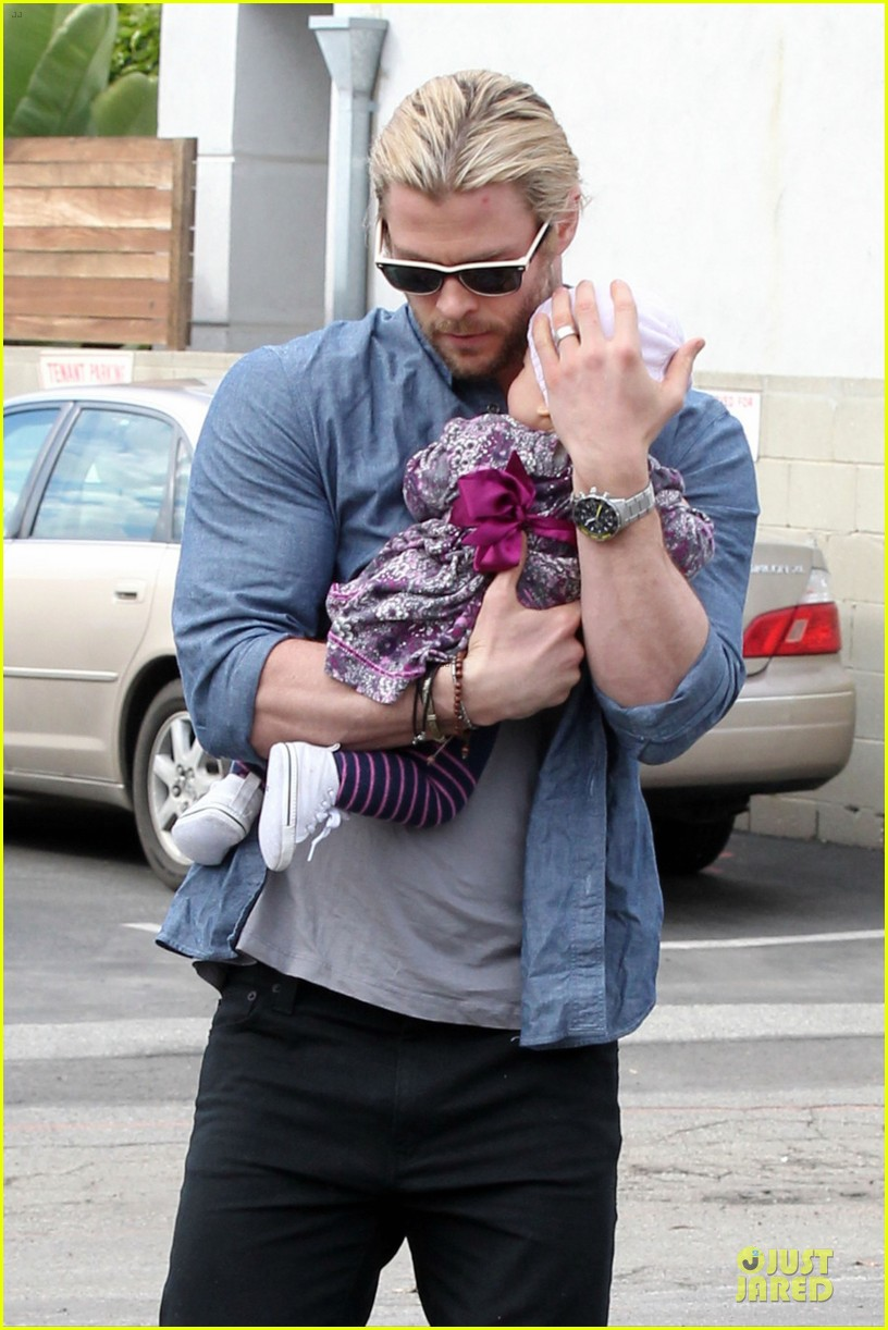 chris hemsworth & elsa pataky sunday lunch with liam hemsworth 06