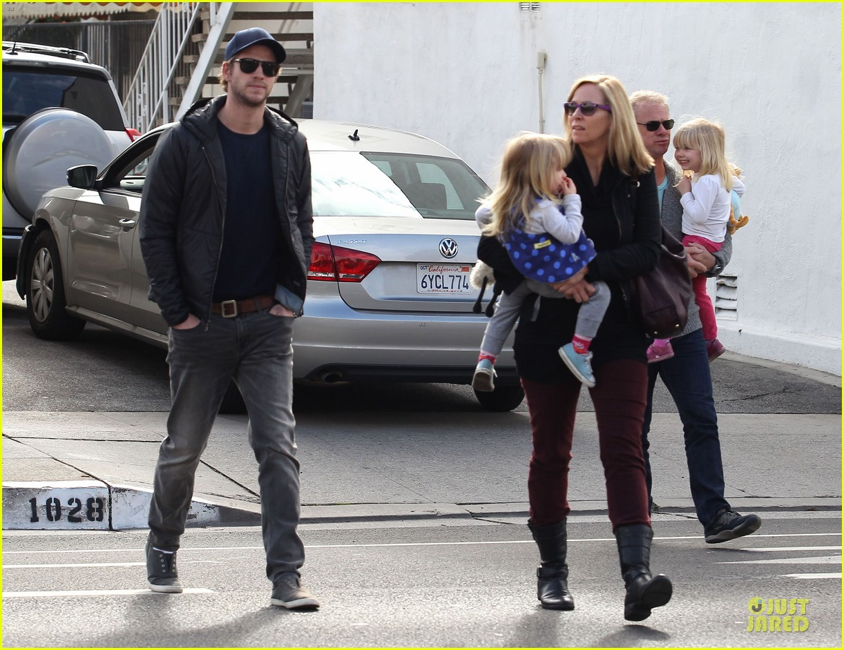 chris hemsworth & elsa pataky sunday lunch with liam hemsworth 19