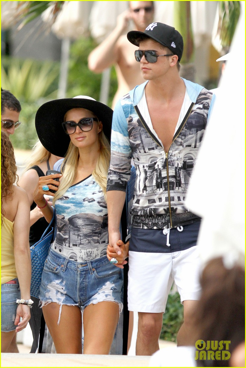 paris hilton shirtless river viiperi miami pool pair 17
