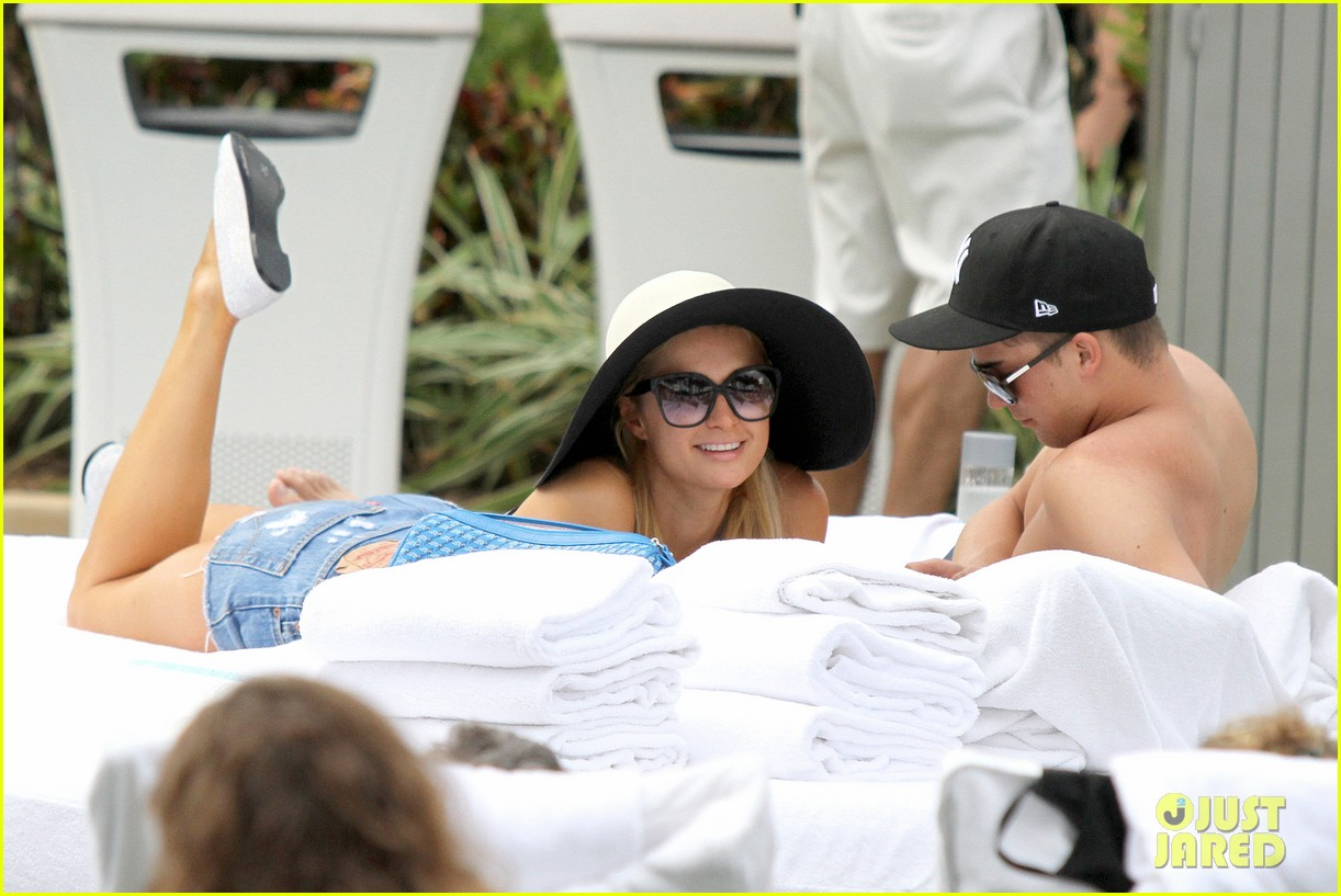 paris hilton shirtless river viiperi miami pool pair 19