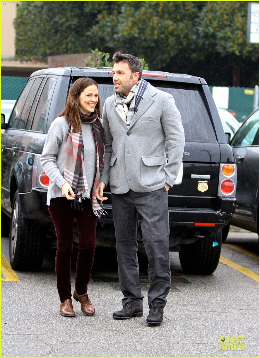 jennifer garner & ben affleck holiday shopping with the girls 162776898