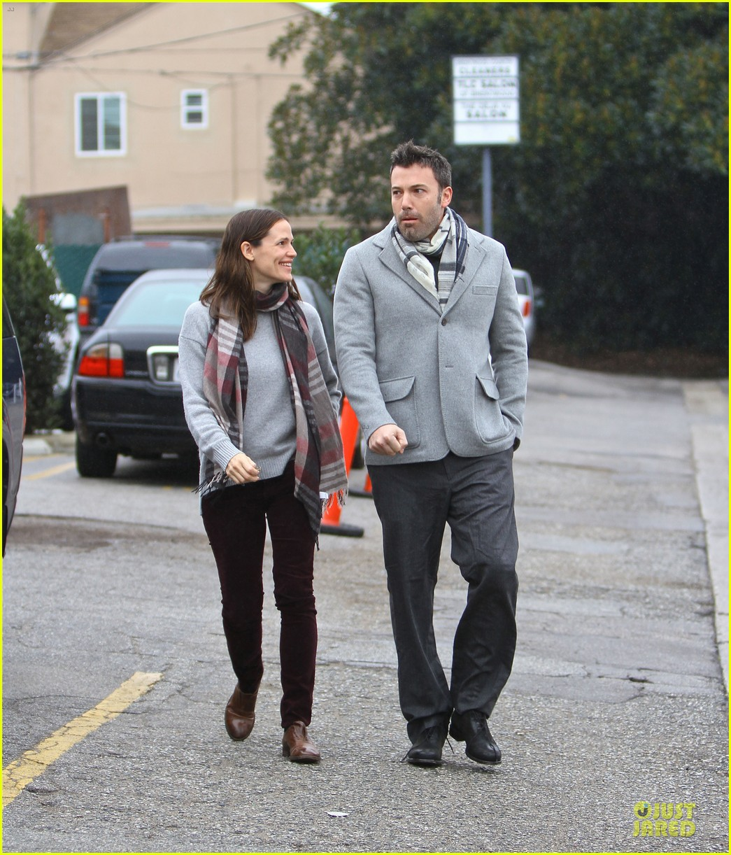 jennifer garner & ben affleck holiday shopping with the girls 17