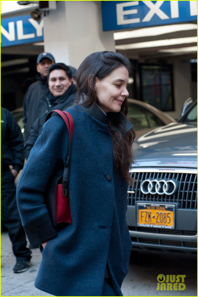 katie holmes back to work after birthday 02