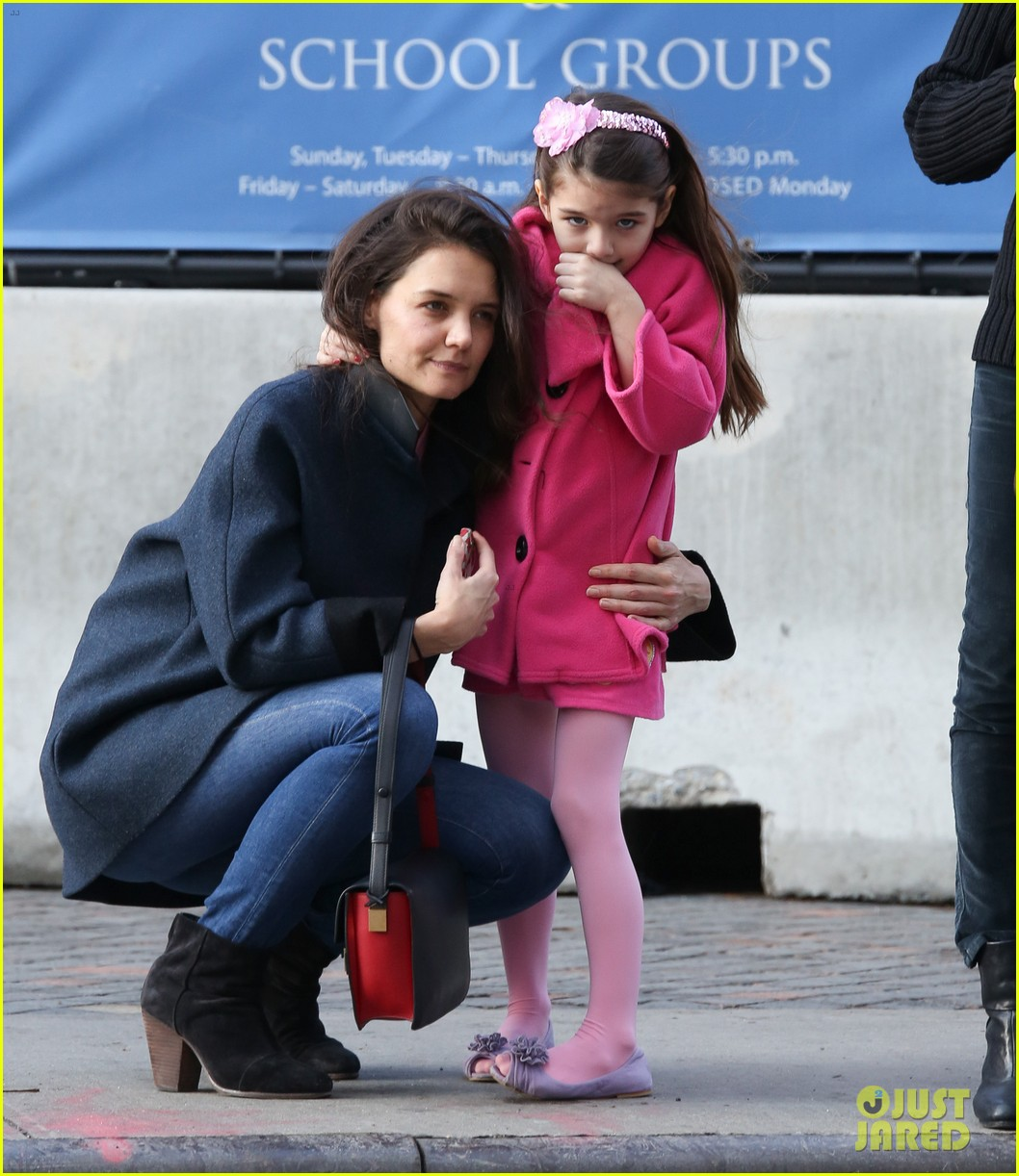 katie holmes birthday breakfast with suri 01