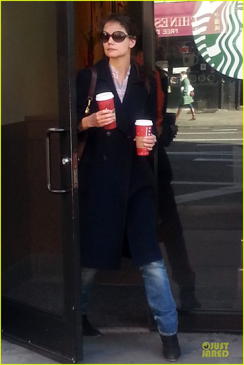 katie holmes coffee stop at starbucks 03