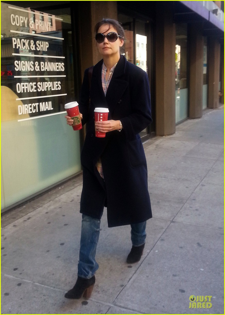 katie holmes coffee stop at starbucks 04