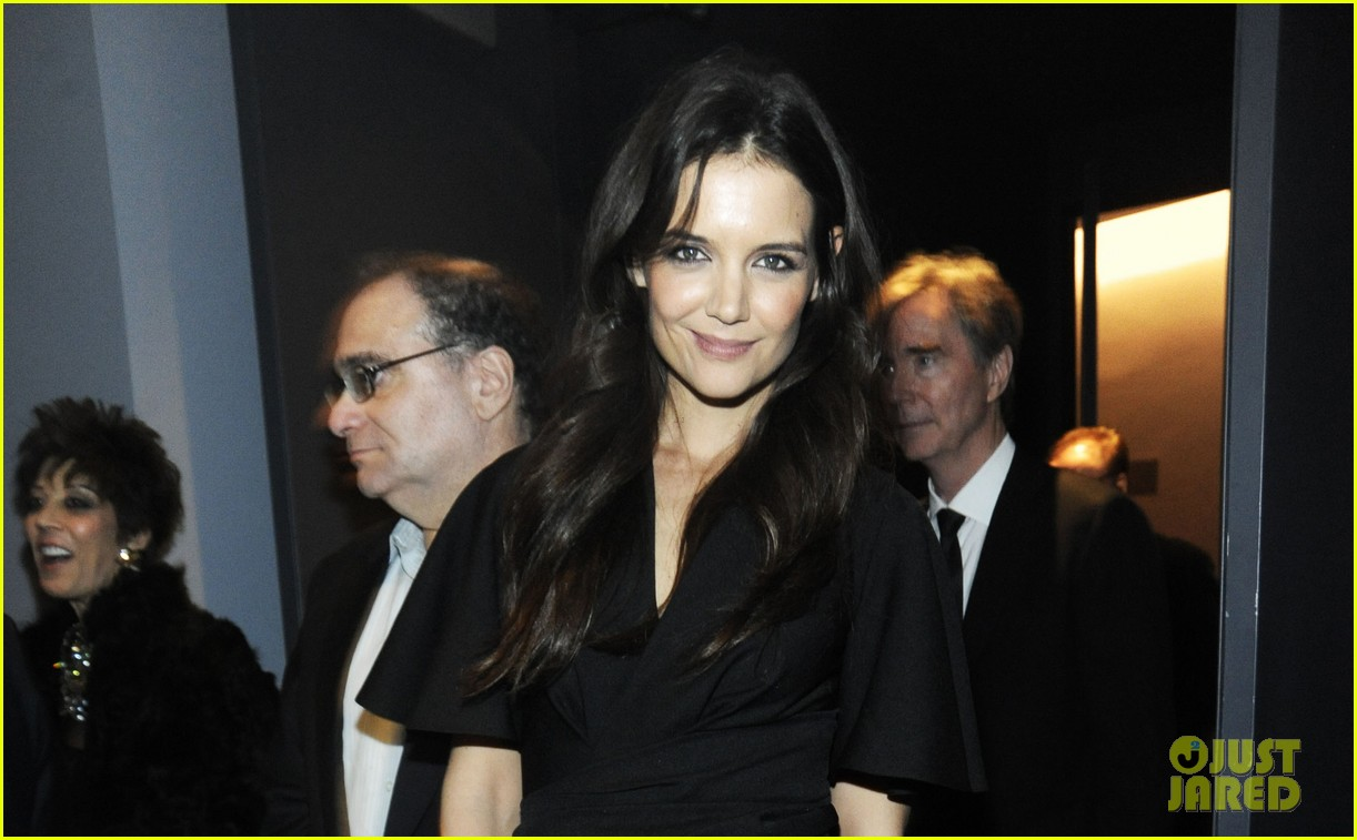 katie holmes honors quentin tarantino at the moma 05
