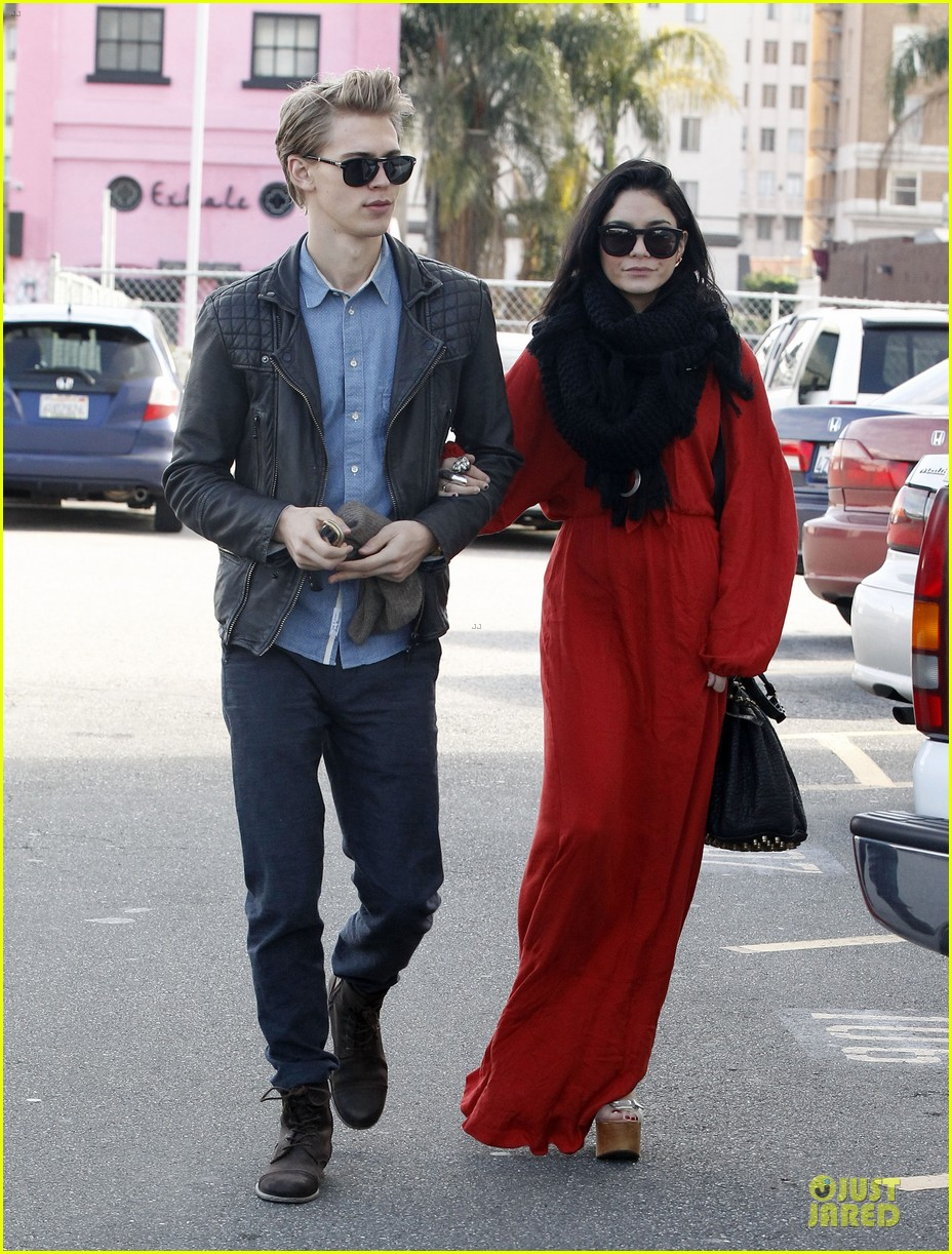 vanessa hudgens & austin butler church going couple 01