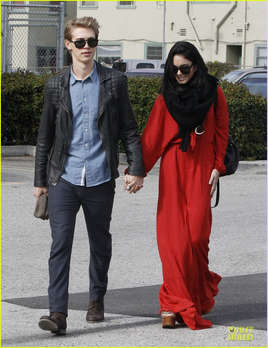 vanessa hudgens & austin butler church going couple 152782622