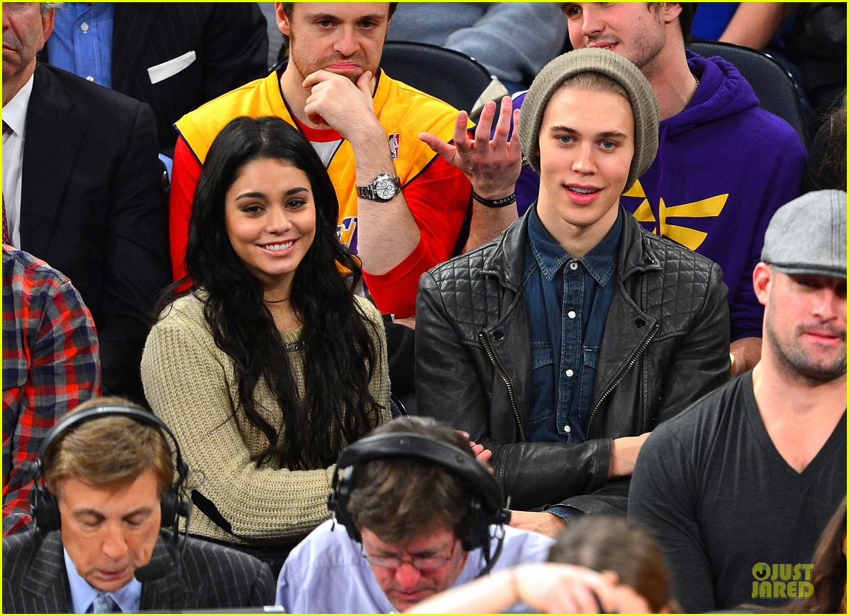 vanessa hudgens austin butler new york knicks spectators 05