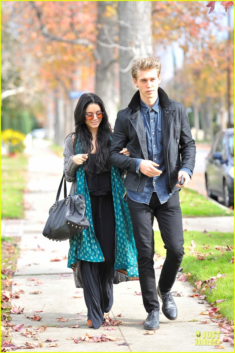 vanessa hudgens & austin butler holiday party couple 052780151