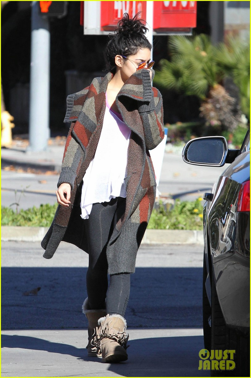 vanessa hudgens post christmas yoga class 03