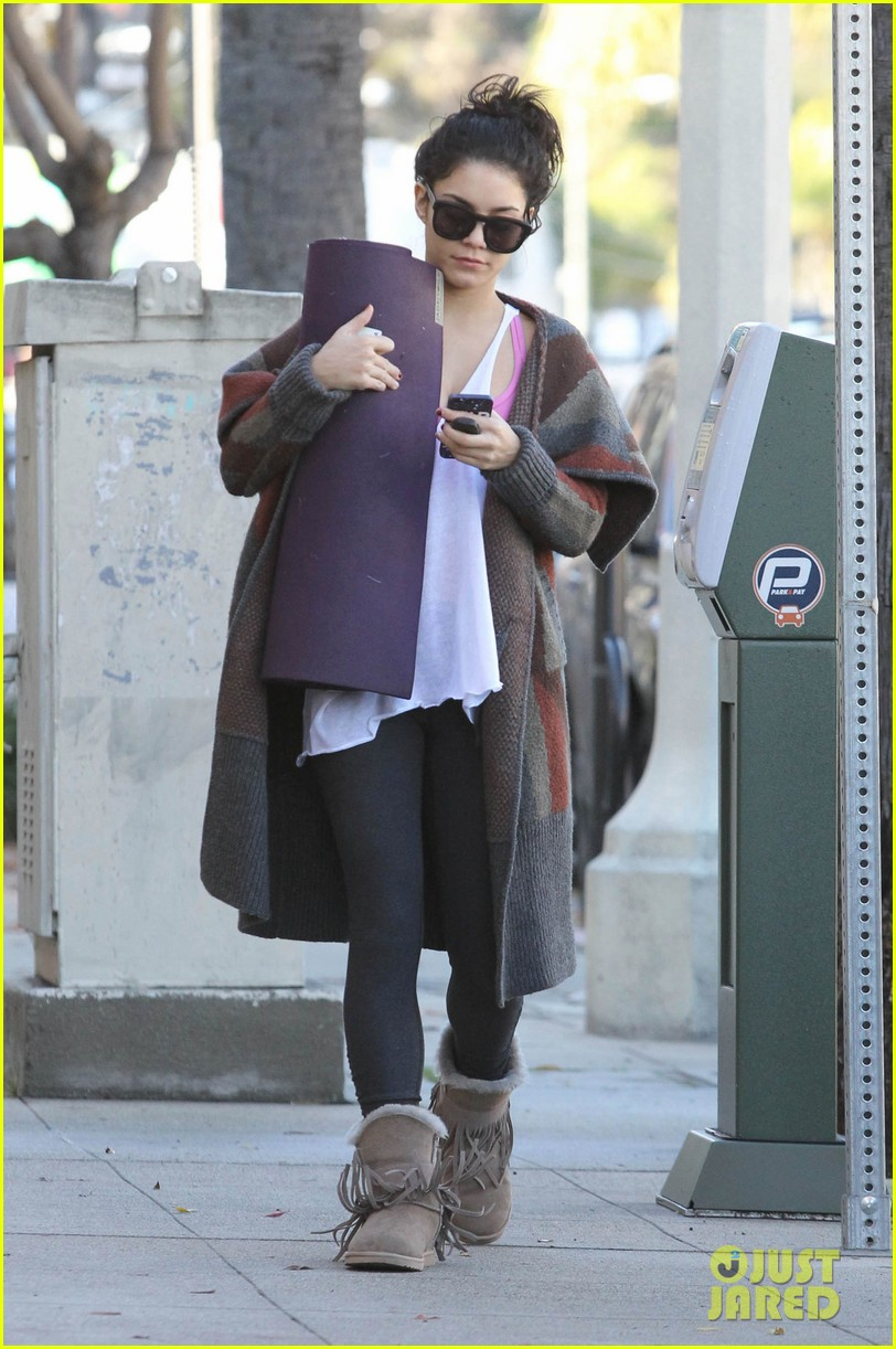 vanessa hudgens post christmas yoga class 12
