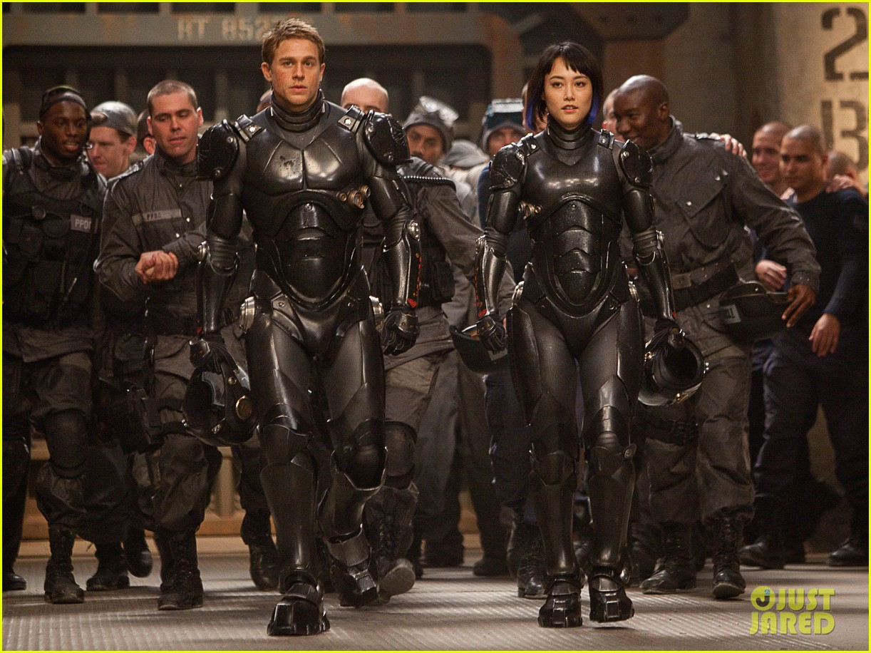 charlie hunnam pacific rim trailer watch now 01