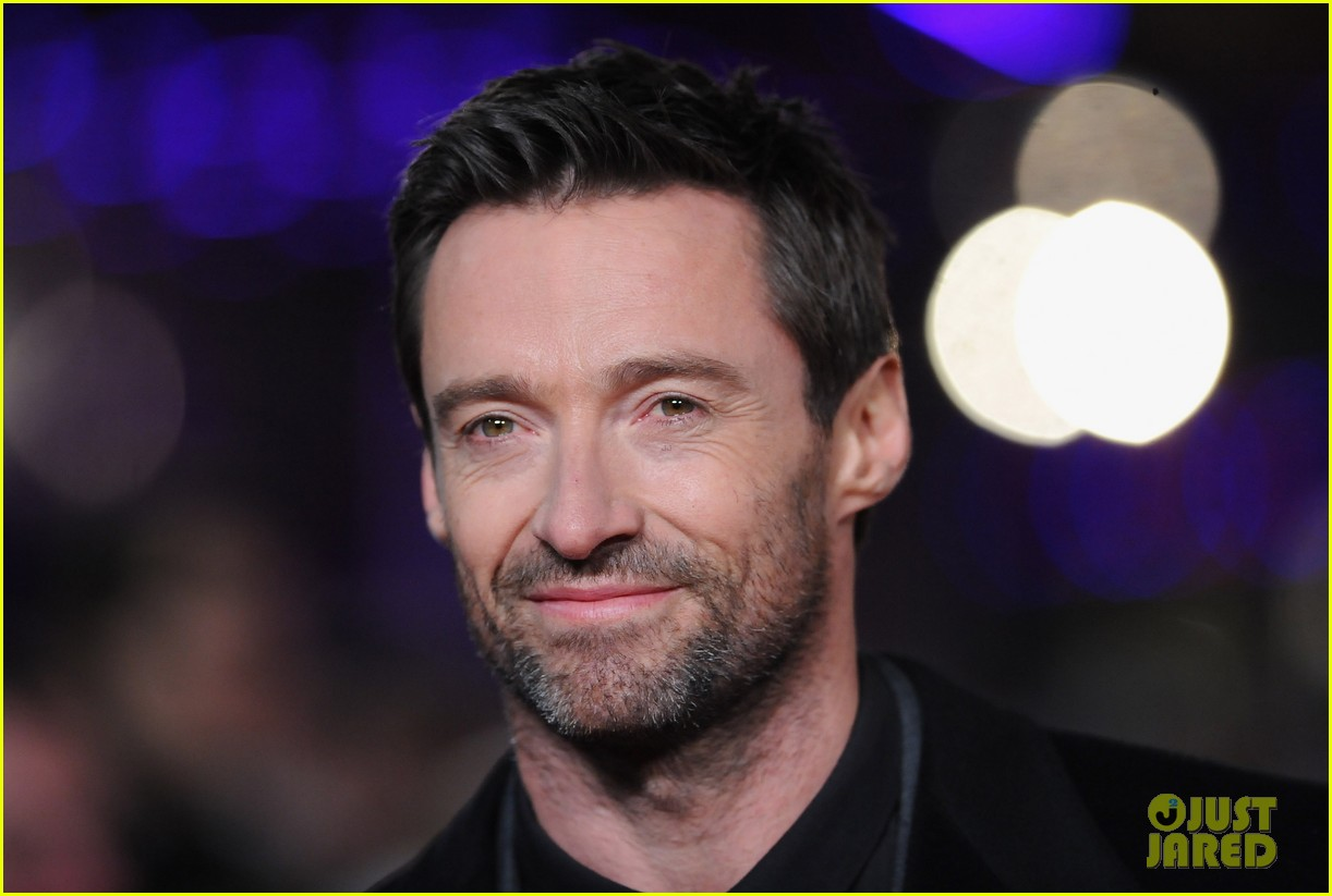 hugh jackman russell crowe les miserables world premiere 02