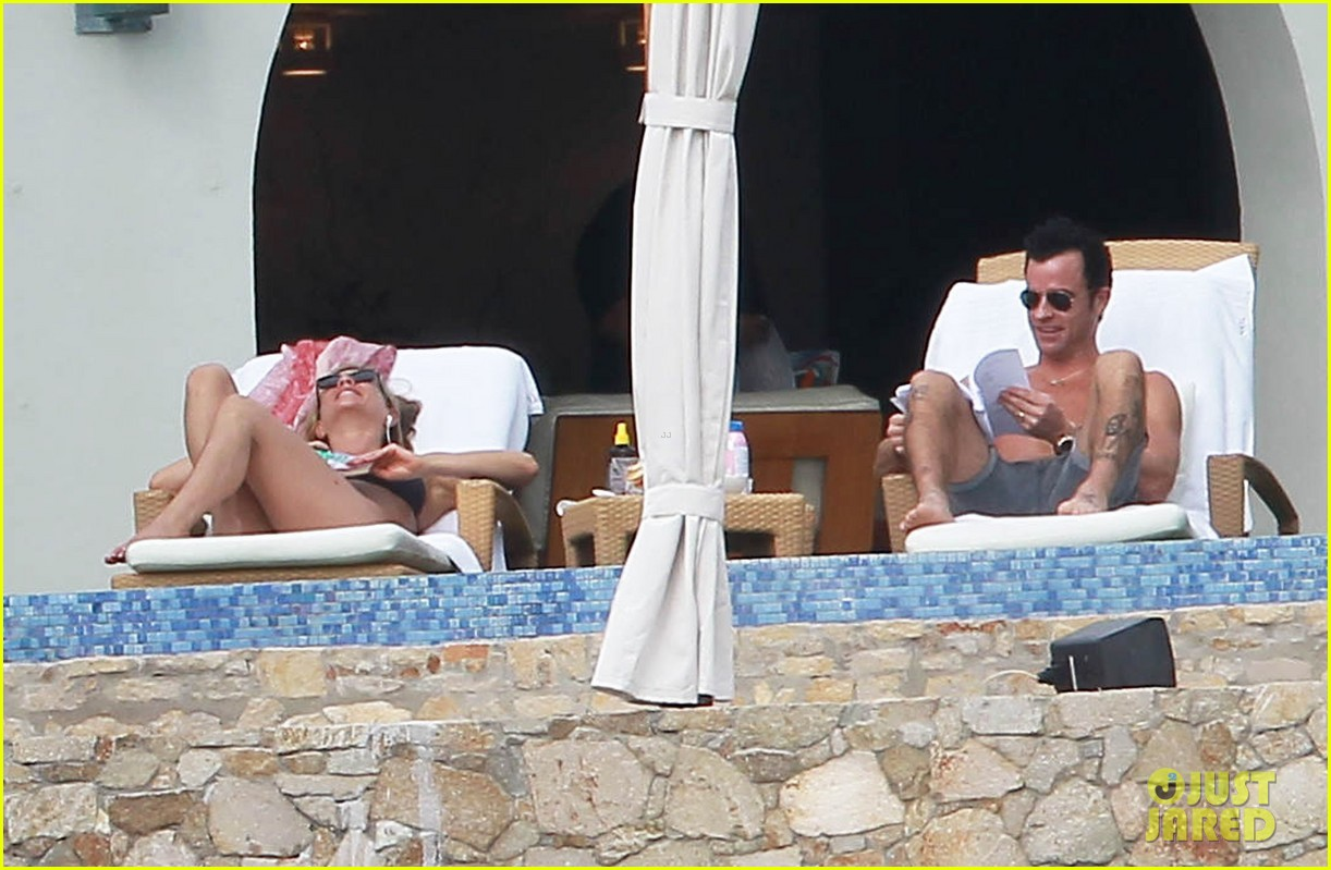 jennifer aniston bikini tanning with justin theroux 052781419