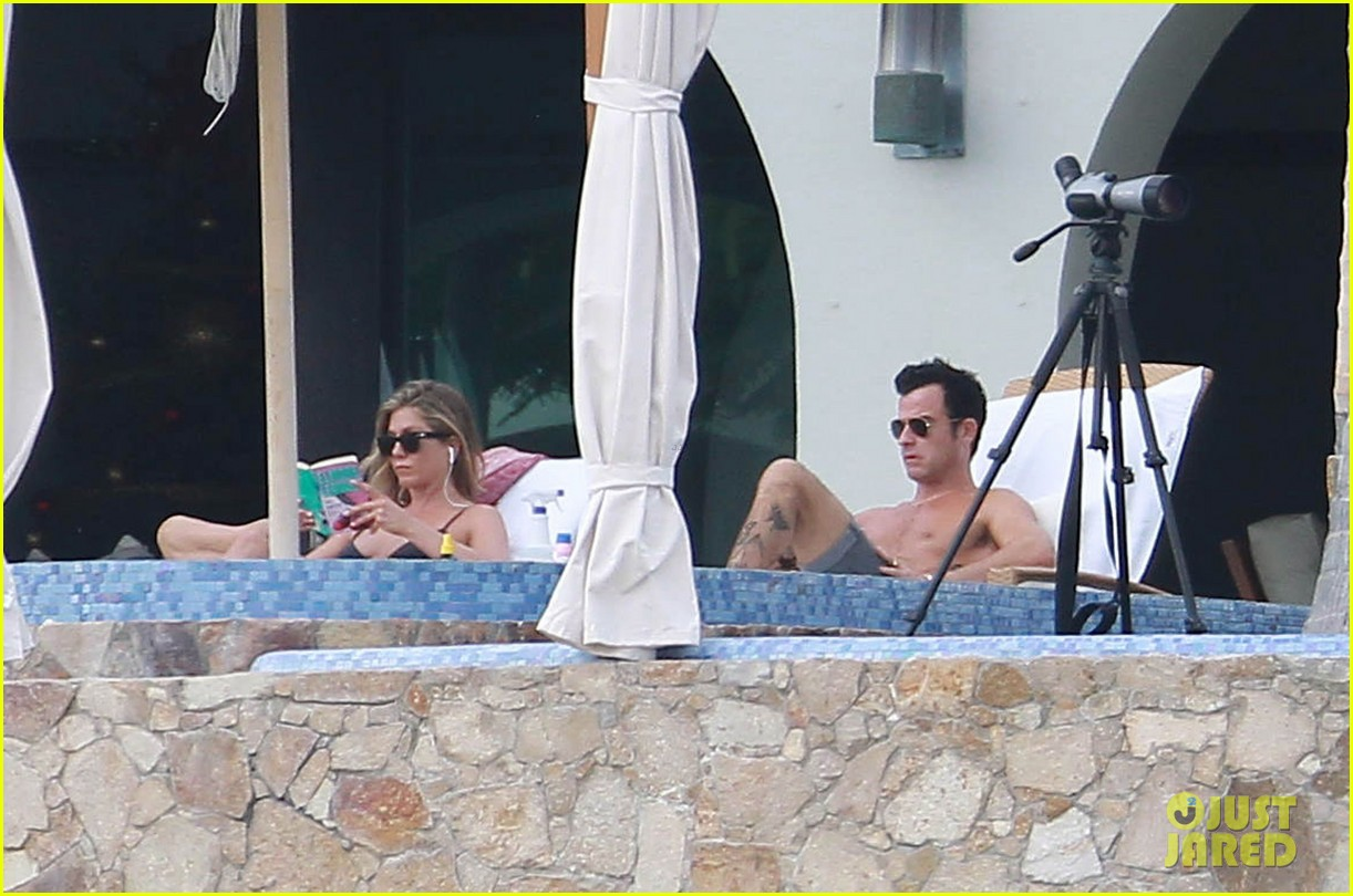 jennifer aniston bikini tanning with justin theroux 072781421