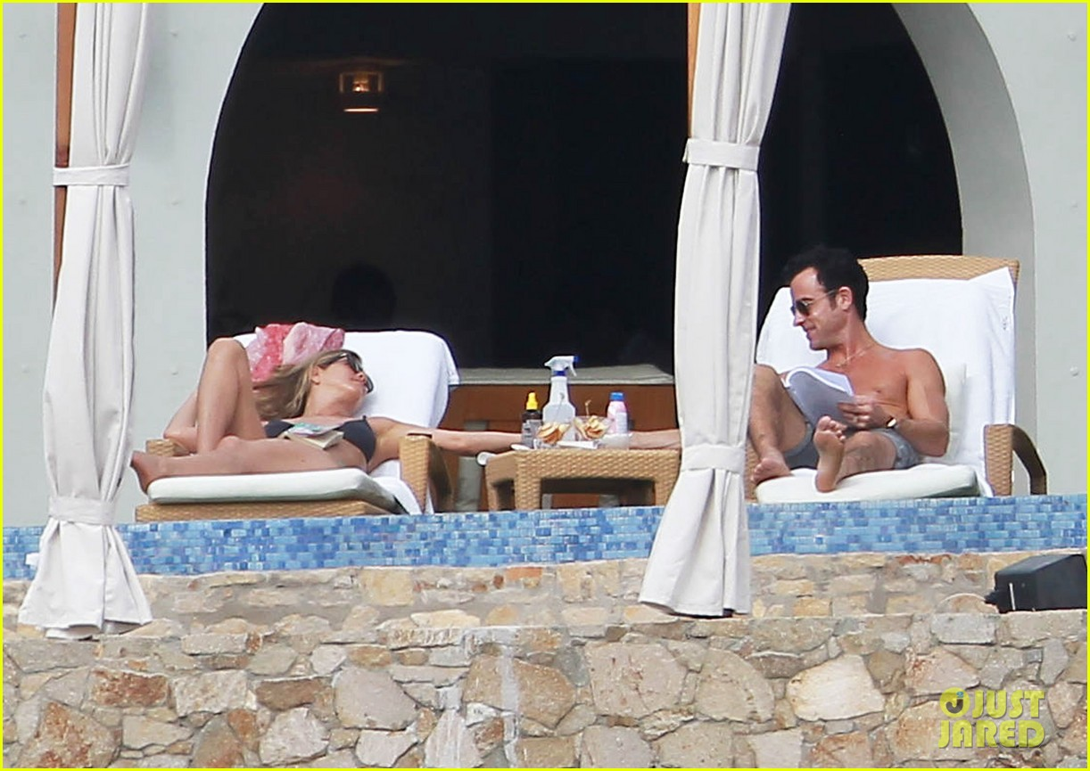 jennifer aniston bikini tanning with justin theroux 132781427