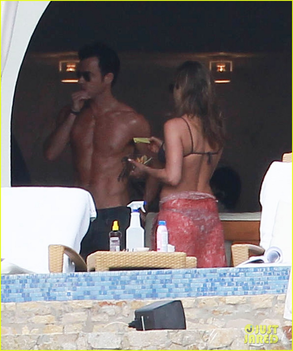 jennifer aniston bikini tanning with justin theroux 20