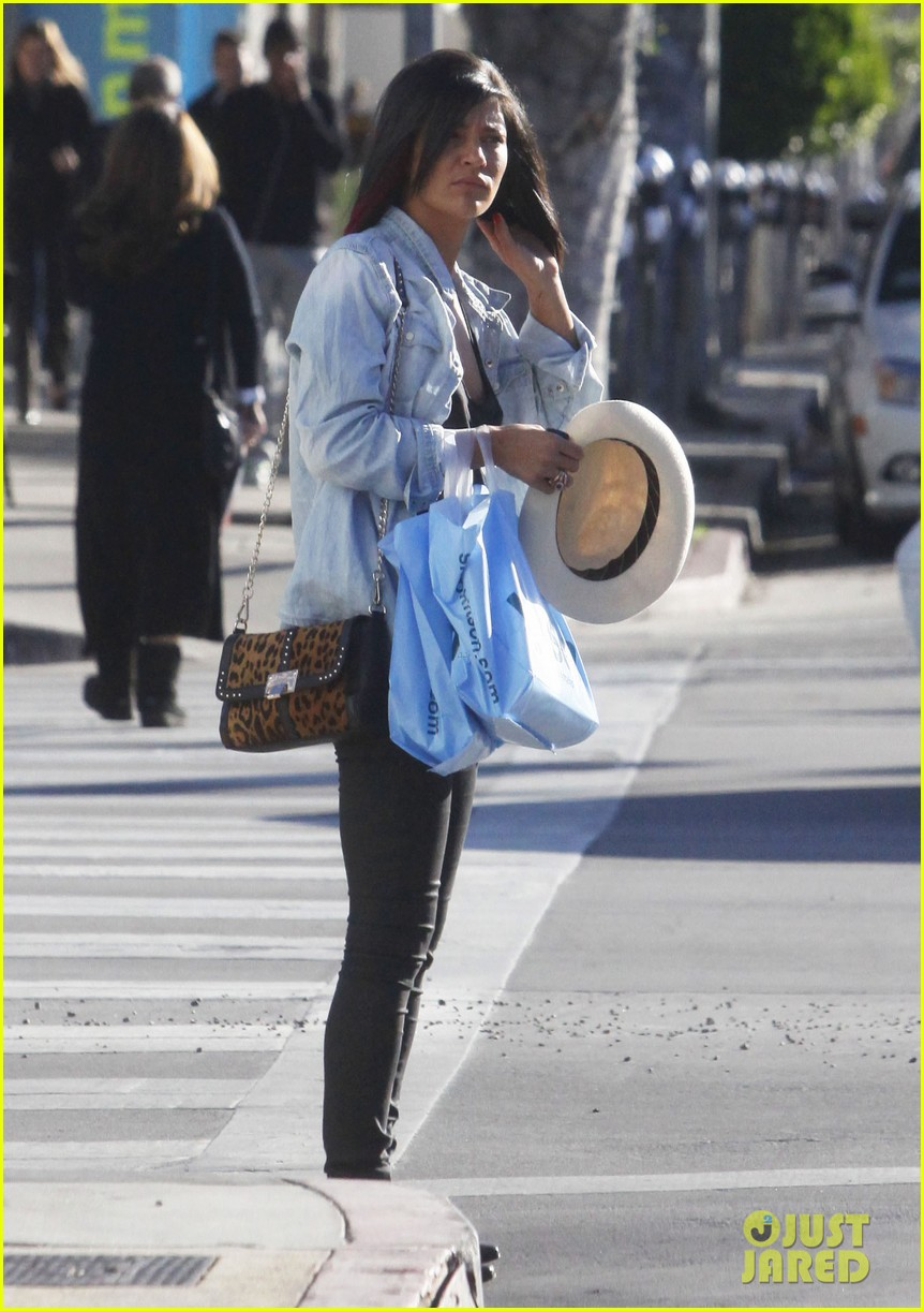 jessica szohr holiday shopping giggles 132779202