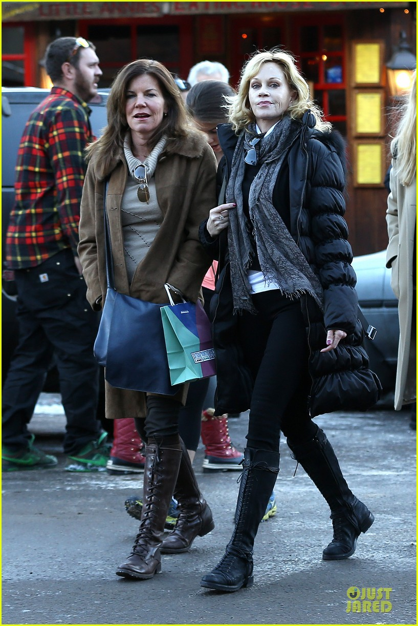 dakota johnson & melanie griffith aspen vacation with stella 15