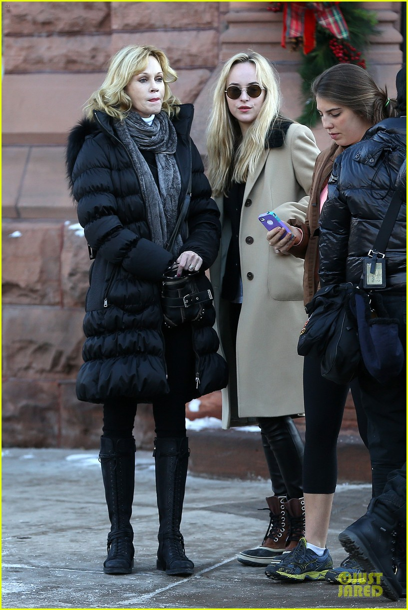 dakota johnson & melanie griffith aspen vacation with stella 20