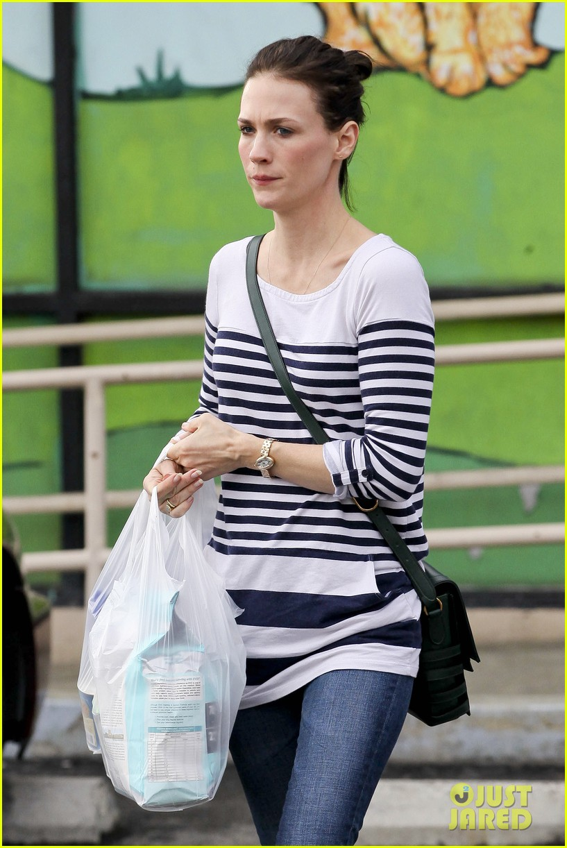 january jones mad men co star john slattery directing new episodes 05