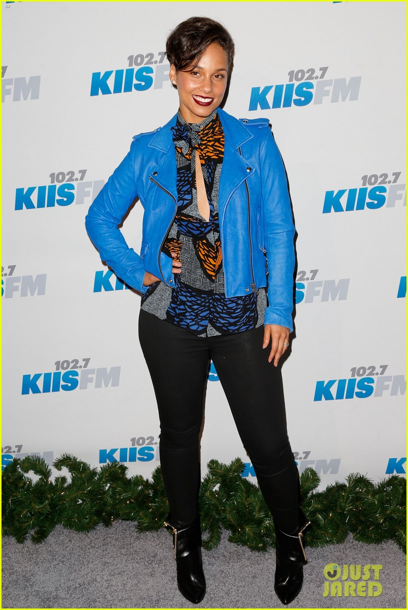 kesha alicia keys kiis fms jingle ball 2012 01