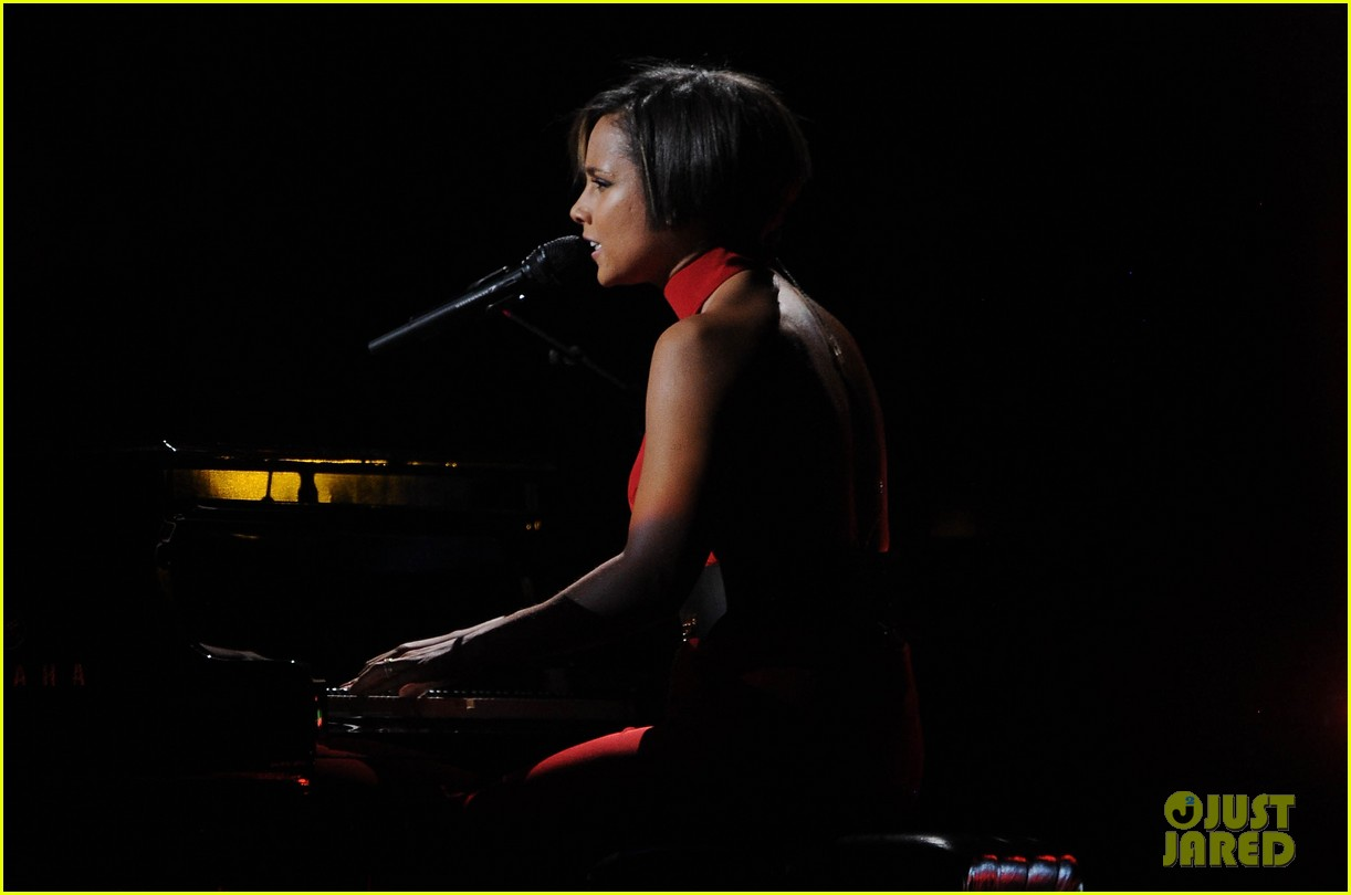 alicia keys 12 12 12 concert performer 05