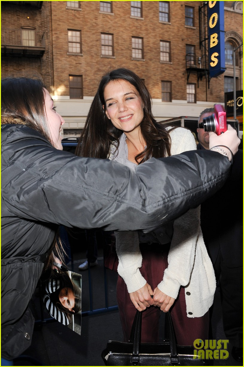 katie holmes greets fans 02
