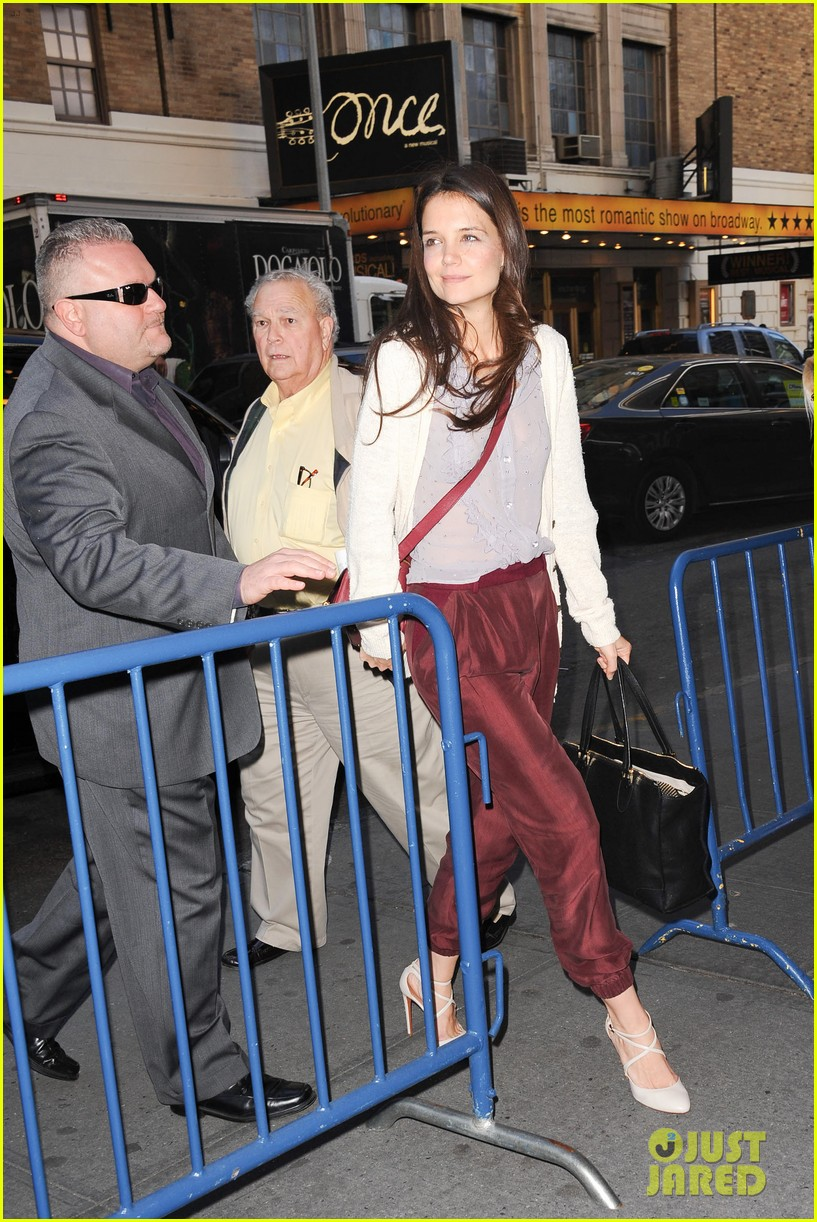 katie holmes greets fans 08