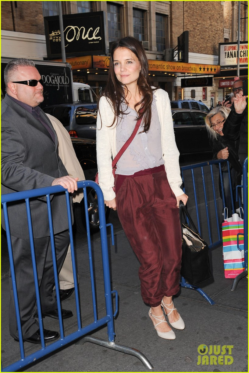 katie holmes greets fans 09