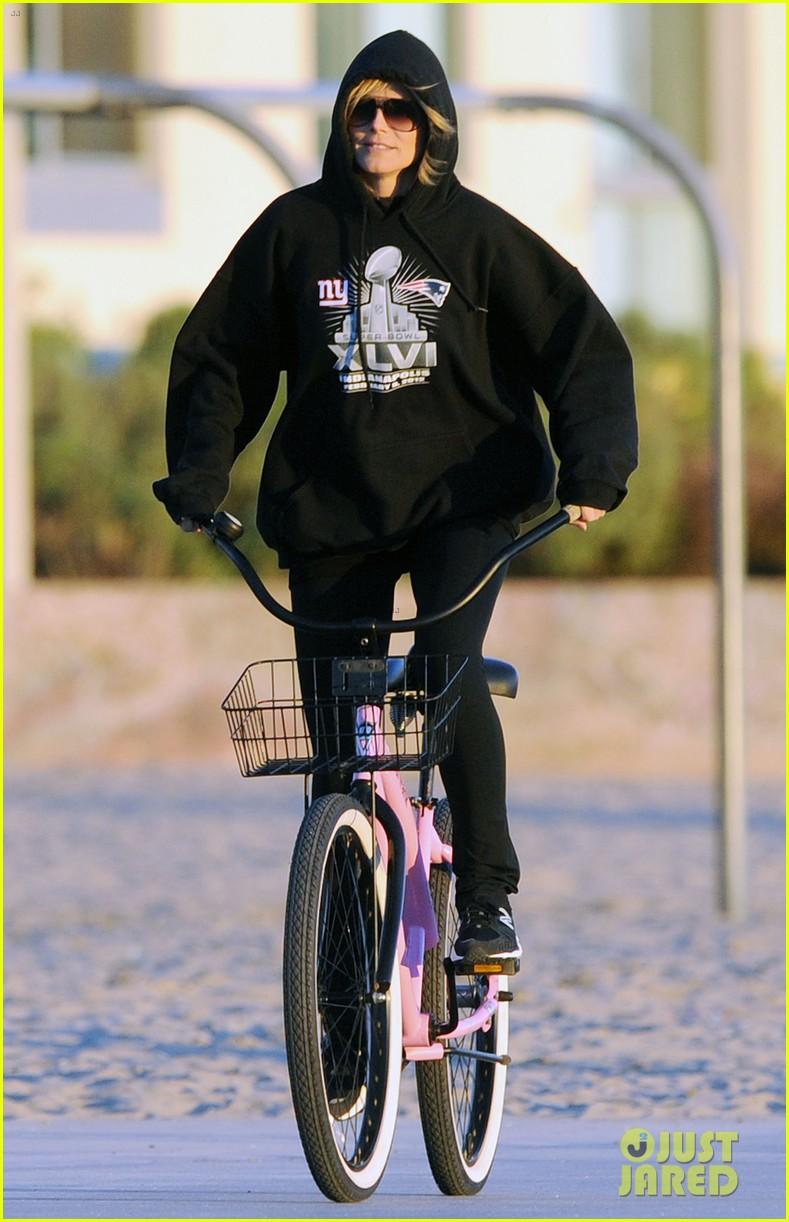 heidi klum martin kristen bike rides family 05