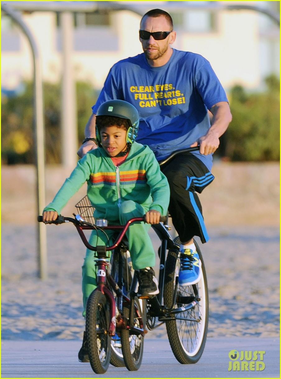 heidi klum martin kristen bike rides family 13