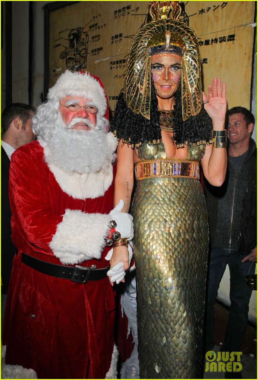 heidi klum cleopatra at holiday costume party 03