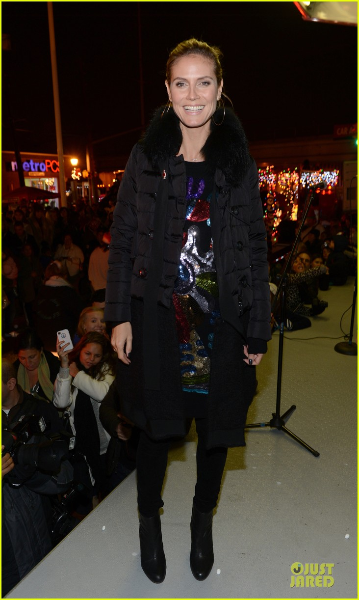 heidi klum christmas tree lighting ceremony in new york 01